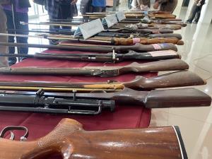 ตำรวจภูธรจันทบุรีแถลงผลกวาดล้างอาชญากรรมก่อนเลือกตั้งนายก-ส.อบจ. ได้อาวุธปืนอื้อ