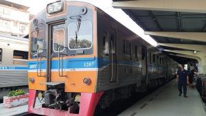 รถไฟมหาชัยหยุดยาวข้ามปี ขณะที่ตลาดสดสุดซบเซา