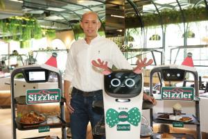 """""""ซิซซ์เล่อร์""""ชูหุ่นยนต์เสิร์ฟอาหาร เล็งใช้ไฮเทคใหม่ปีหน้าเพิ่ม"""