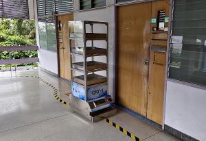 """(ชมคลิป) """"ทริปเปิ้ลเอ"""" AGV ฝีมือคนไทย! ช่วยแพทย์ – พยาบาล ลดการสัมผัสผู้ป่วยโควิด – 19 พร้อมประหยัดต้นทุนอุปกรณ์ป้องกันโรค"""