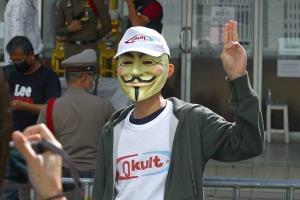 เส้นทางการต่อสู้และความขัดแย้งของกลุ่มพลังทางการเมืองในสังคมไทย  (จบ)