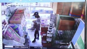 เตือนภัยคนกรุงเก่าระวัง โจรสาวสุดแสบตีเนียนเป็นลูกค้าเข้ามาในร้าน สุดท้ายขโมยเงินในลิ้นชักสูญนับหมื่นบาท