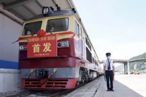 (ชมคลิป) ด่านรถไฟผิงเสียง ทางด่วนส่งตรง 'ผลไม้ไทย' ข้ามพรมแดนสู่จีน