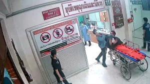 เผยนาทีไอ้หนุ่มเวียงแก่นเมาฉลองส่งท้ายปีรถล้ม คลั่งอาละวาดเตะถีบแพทย์-พยาบาลคาห้องฉุกเฉินซ้ำ