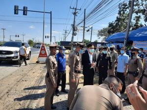 ผู้ว่าฯ ลพบุรีออกเยี่ยมจุดตรวจ จุดปฏิบัติการป้องกันและลดอุบัติเหตุทางถนนช่วงเทศกาลปีใหม่