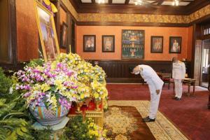รมว.วธ.ถวายแจกันดอกไม้และลงนามถวายพระพรชัยมงคลในหลวง-พระราชินี เนื่องในโอกาสวันขึ้นปีใหม่