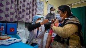 อินเดียรับรองวัคซีนโควิดสองบริษัทสำหรับใช้กรณีฉุกเฉิน