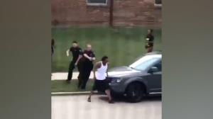 เหมือนกันหมด! ตำรวจรอด อัยการสหรัฐฯ ไม่ตั้งข้อหาคดีรัวยิงกลางหลังคนดำ 7 นัด (ย้อนชมคลิป)