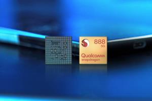 """เมื่อ Qualcomm ได้เปิดตัวหน่วยประมวลผล """"Snapdragon 888"""" ขนาด 5 nm หรือนาโนเมตร ทำให้ตอนนี้ Qualcomm กลายเป็นคู่แข่งคนสำคัญกับ Apple A14 และ Huawei Kirin 9000"""