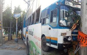 รถเมล์สาย 29 ชนเสาไฟฟ้า ซ.พหลโยธิน 90 การจราจรติดขัด