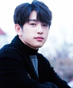 จินยอง GOT7 ที่มีข่าวเตรียมย้ายค่ายคนแรก