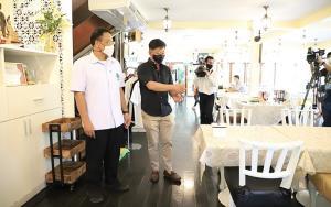 กรมอนามัย ย้ำมาตรการเฝ้าระวังโควิด-19 ในร้านอาหาร คุมเข้มจากครัวถึงมือผู้บริโภค