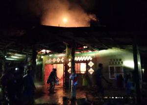 ไฟไหม้บ้านยายวัย 86 ปีเช้ามืดหวิดย่างสด 5 ชีวิต เสียหายนับล้านบาท