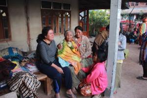 นางสวน โขลา อายุ 86 ปี เจ้าของบ้านที่เกิดเพลิงไหม้