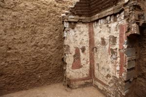 """ตะลึง! จีนพบ """"จิตรกรรมฝาผนังหลุมศพโบราณ"""" อายุกว่า 2,000 ปี"""