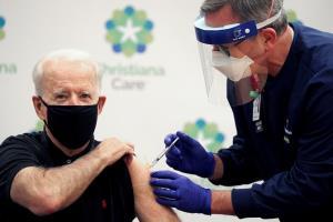 """""""ไบเดน"""" ฉีดวัคซีนโควิด-19 โดสที่ 2 สับ """"ทรัมป์"""" ไม่ควรอยู่ในตำแหน่งต่อ"""
