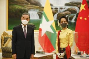 รมว.ต่างประเทศจีนเยือนพม่ารับปากจัดสรรวัคซีนโควิด คุยซูจีย้ำความร่วมมือใกล้ชิด