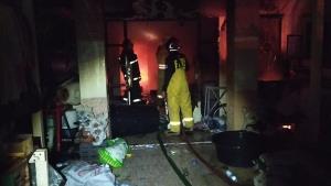 ไฟไหม้เช้ามืดรับอากาศหนาวเผาบ้านแม่ค้าปลาทูวอดทั้งหลัง ลูกสาวเจ็บ 1 ราย