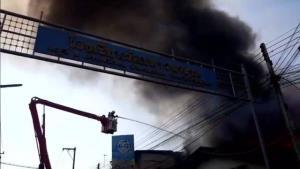 ระทึก! ไฟไหม้โกดังสินค้าเด็กกลางชุมชนวัดมะขามเตี้ยเมืองสองแคว วอดนับ 10 ล้าน