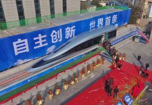 ต้นแบบหัวรถจักรที่ใช้เทคโนโลยีแมกเลฟชนิดตัวนำยิ่งยวดอุณหภูมิสูง ในนครเฉิงตู เมืองเอกของมณฑลซื่อชวนทางตะวันตกเฉียงใต้ของจีน วันที่ 13 ม.ค. 2564