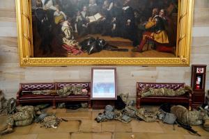 ภาพบาดใจประชาธิปไตยสหรัฐฯ! ทหารนอนเกลื่อนรัฐสภา ราวกับครั้งเกิดสงครามกลางเมือง (ชมคลิป)
