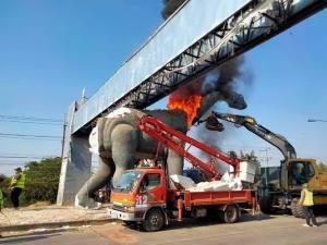 ขายได้ตลอด! หุ่นไดโนเสาร์ขอนแก่นล่าสุดถูกไฟไหม้โหนดรามากันว่อนโซเชียล