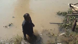 ระทึก! เรือยนต์ระเบิดกลางแม่น้ำเจ้าพระยา อยุธยา พ่อแม่ลูกโดดน้ำหนีตายเอาชีวิตรอดหวุดหวิด