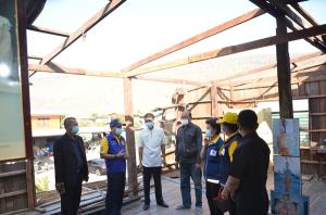 ผู้ว่าฯ ลพบุรีเร่งให้การช่วยชาวบ้านที่ประสบพายุบ้านพังเสียหาย 44 หลังคาเรือน