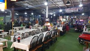 เมืองเพชรเข้มงดดื่ม และงดนั่งบริโภคอาหารในร้านหลัง 21.00 น.เพื่อให้ผ่านพ้นวิกฤตโควิด-19 ครั้งนี้ไปด้วยกัน