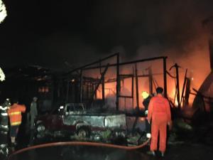 วอนช่วยเหลือชายตาบอด ถูกวางเพลิงเผาบ้านไร้ที่อยู่