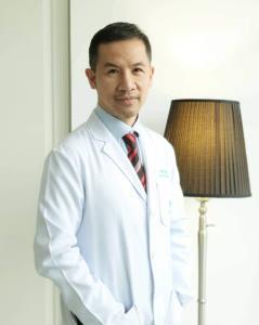 นพ.สุทธิพงษ์ ตรีรัตน์ ผู้อำนวยการแพทย์ ประจำ รัตตินันท์ เมดิคอล เซ็นเตอร์