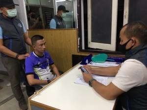 นายสมบัติ ทนทาน อายุ 33 ปี ผู้ต้องหาหนีคดีตามหมายจับศาลจังหวัดเพชรบุรี ถูกจับได้แล้วที่ จ.นครพนม