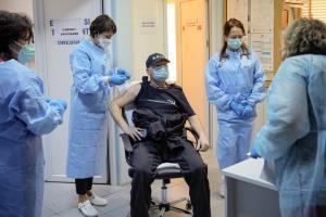 ทฤษฎีสมรู้ร่วมคิดระบาดทั่วยุโรปตะวันออก ประชาชนขาดข้อมูลทำโครงการวัคซีนสะดุด