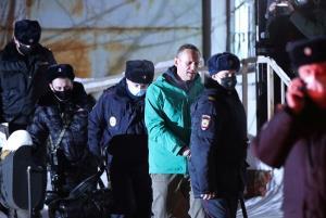 """ศาลรัสเซียสั่งขัง """"นาวาลนี"""" คู่ปรับ """"ปูติน"""" ก่อนพิจารณาคดี 30 วัน เจ้าตัวปลุกมวลชนลงถนน"""