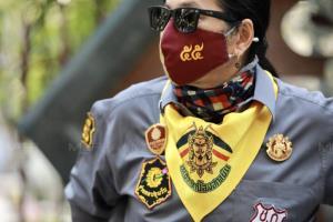 """อาชีวะปกป้องสถาบัน จี้ ตร.เอาผิด """"การ์ดวีโว่"""" ปลดธงชาติชักธงแดง เหยียบย่ำหัวใจคนไทย"""