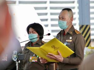 ในหลวง-พระราชินีพระราชทานยาชุดสำหรับผู้ประสบอุทกภัยในพื้นที่จังหวัดชายแดนใต้