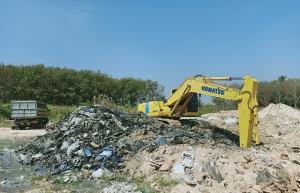 จี้เอาผิดเจ้าของที่ดิน-โรงงานลอบทิ้งกากขยะอุตสาหกรรมใกล้ลำรางสาธารณะ จ.ระยอง