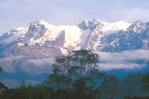 ภูเขาหิมะของประเทศเมียนมา เมื่อมองจากเมืองปูเตา (ภาพ: https://tourisminmyanmar.com.mm)
