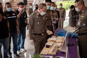 ตำรวจภาค 3 รวบยกพวงแก๊งค้ายานรกรายใหญ่อีสานได้ 17 ราย พร้อมของกลางยาบ้า 138,000 เม็ด