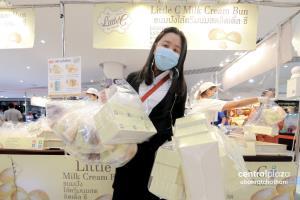 """""""Little C"""" บุกเซ็นทรัลอุบลฯ! ครั้งแรก คนต่อแถวแห่ซื้อล้นห้าง เผยคิวแรกมารอตั้งแต่เที่ยงคืน"""