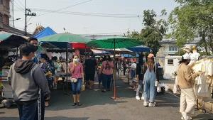 คึกคักอีกครั้งตลาดนัดวันเสาร์เมืองชัยนาท แหล่งค้าขายใหญ่สุดในเมืองกลับมาเปิดค้าขายเหมือนเดิมแล้ว