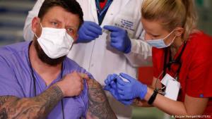 หน่วยงานสุขภาพฝรั่งเศสแนะควรฉีดวัคซีนต้านโควิดสองเข็มห่างกัน 6 สัปดาห์