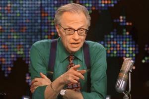 """พิธีกรระดับตำนาน """"แลร์รี คิง"""" เสียชีวิตหลังติด COVID-19"""