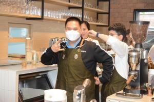 """""""วราวุธ"""" ไลฟ์สด เร่งสปีดจัดการ """"ขยะพลาสติก""""  รุกกลุ่มธุรกิจร้านกาแฟ ร่วมขับเคลื่อน """"ร้านกาแฟสีเขียว"""""""