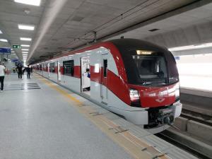 """""""ศักดิ์สยาม""""ตรวจความพร้อมรถไฟสายสีแดงบางซื่อ–ตลิ่งชัน ก่อนเปิดปลายปี64"""