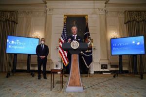 ประธานาธิบดีโจ ไบเดน ของสหรัฐฯ แถลงข่าวเรื่องโควิด ที่ทำเนียบขาว เมื่อวันอังคาร (26 ม.ค.)