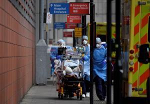 ไวรัสล้างโลก! ยอดตายโควิดรายวันทุบสถิติสูงสุดทะลุ 1.8 หมื่นคน UK บังคับกักโรคออกเงินเอง