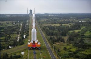 (แฟ้มภาพซินหัว : จรวดขนส่งลองมาร์ช-5 วาย5 ณ ฐานปล่อยยานอวกาศเหวินชางในมณฑลไห่หนานทางตอนใต้ของจีน วันที่ 17 พ.ย. 2020)