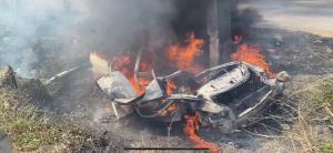 ดับสยองเก๋งติดแก๊สชนเสาไฟฟ้าจุดกลับรถเขาย้อย เกิดไฟลุกท่วมดับคาซากรถ 1 ราย