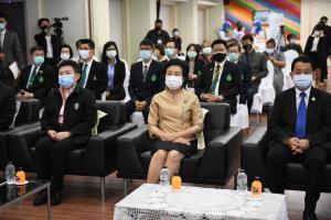 กทม.รับมอบนวัตกรรมชุดหน้ากากป้องกันเชื้อโรค-ชุด PAPR รับมือโควิด-19